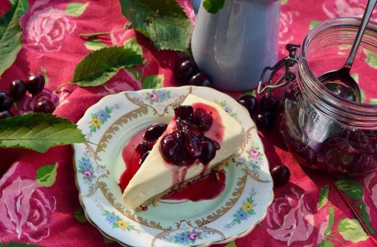 Cheesecake & fresh cherry compote