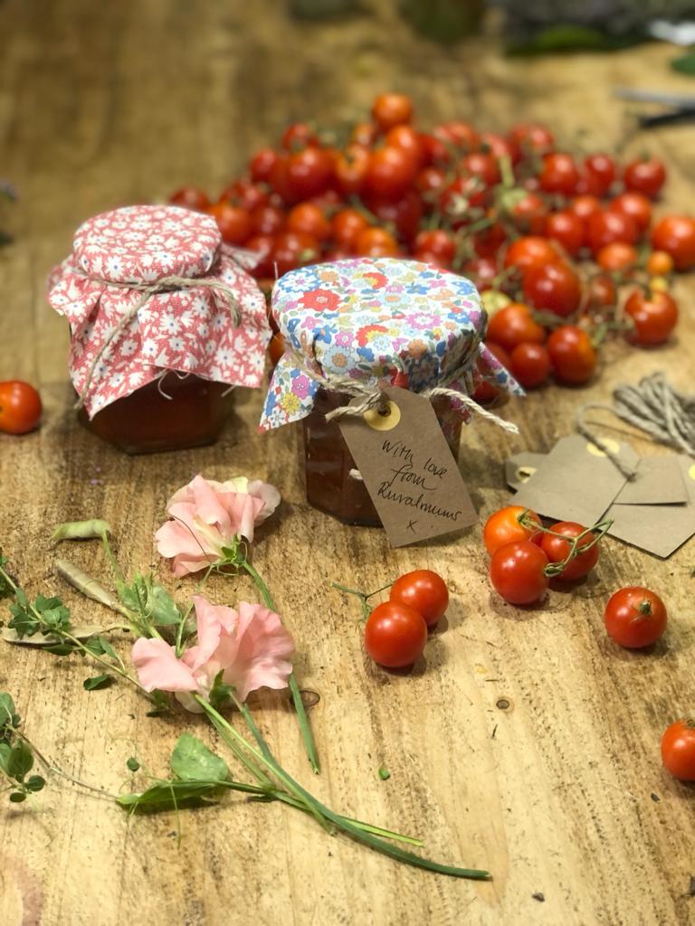 Simple to make tomato chutney